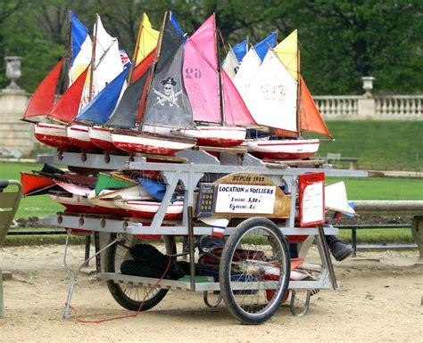 speelgoed huren huur van stuk speelgoed boten in jardin du luxemburg