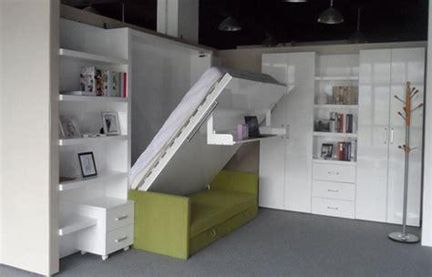 Tempat Tidur Lipat Ke Dinding trik memaksimalkan ruangan menjadi tempat penyimpanan barang desain rumah unik