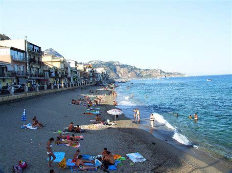 i giardini naxos sicilia giardini naxos spiagge incredibili italiavai