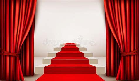gordijnen leiden toonzaal met rood tapijt die tot een podium met gordijnen