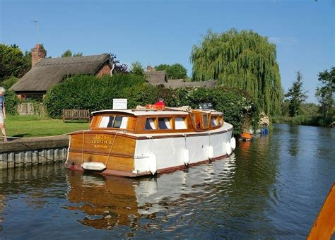 sailing boat hire norfolk broads norfolk broads sailing holidays traditional yachts and