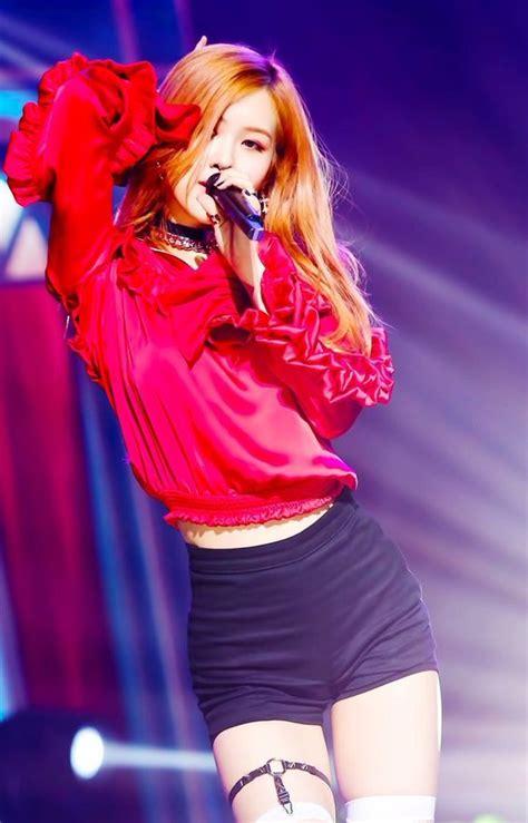 blackpink inkigayo blackpink ros 233 blλɔkpiиk pinterest beautiful kpop
