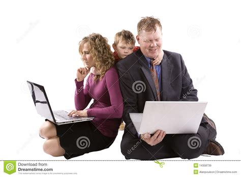 imagenes de la familia trabajando padres que trabajan al ni 241 o triste im 225 genes de archivo