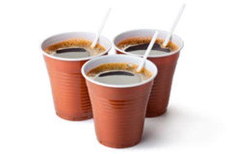 bicchieri plastica caffè cappuccino 224 emporter photo libre de droits image 23678135