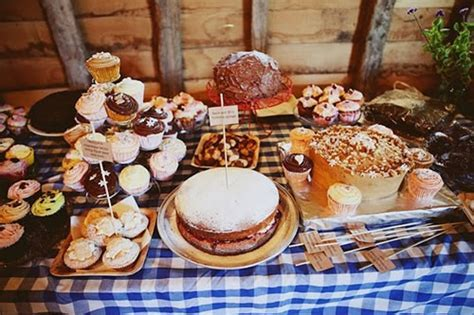 Dreaming of a rustic cake table   The Natural Wedding