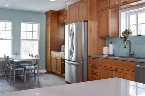 a more modern look with oak cabinets stainless steel appliances would help oak cabinets