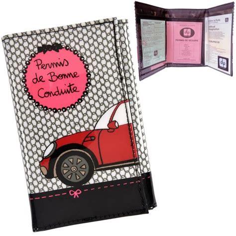 Porte Papier Voiture Femme by Porte Papiers De Voiture Chic Derri 232 Re La Porte Gris Gris