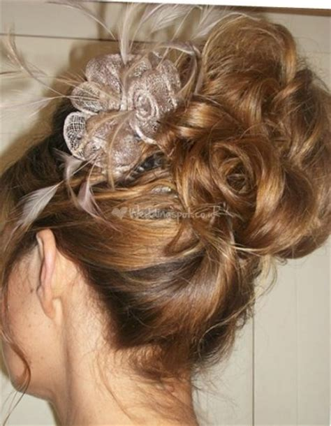 Wedding Hairstyles Updos With Fascinators by Updo With Fascinator Hair Peinados Y Cortes