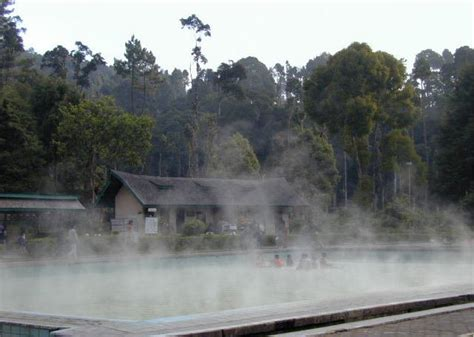 Air 2 Di Bandung berkunjung ke tempat pemandian air panas ciwalini wisata bandung