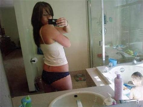 bathroom nude selfies mom selfies from some of the worst moms ever 34 pics