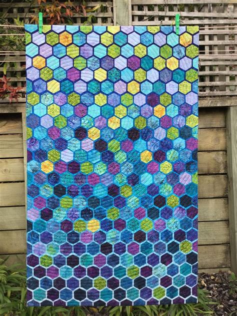 Hexagon Patchwork Projects - 208 best hexagon quilts images on
