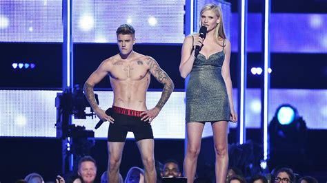 Fashion Rocks by Justin Bieber Booed After Stripping At Fashion Rocks