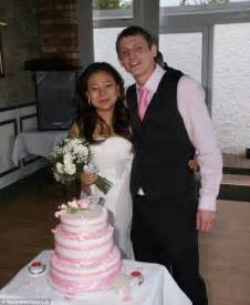 Chinese Wedding Dresses Neil Mcelwee And Yanan Sun Arrested On Their Wedding Day Win 163 21k Compensation Daily Mail Online