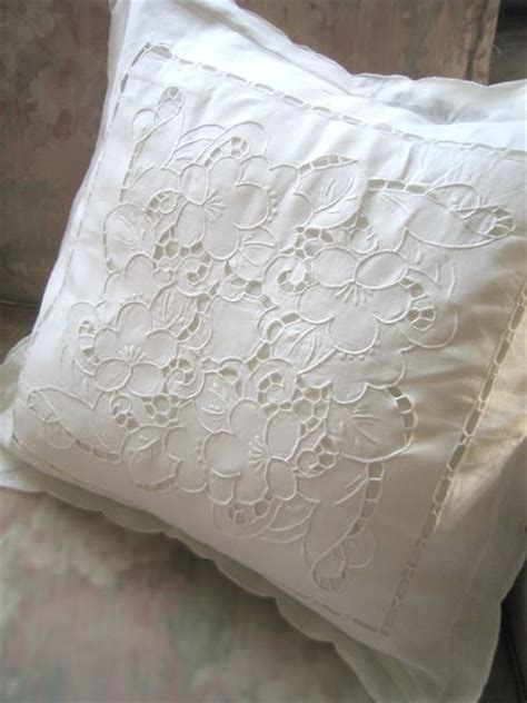 Define Pillow Shams by Pin By N 252 Ket Ayok On Richelieu Embroidery