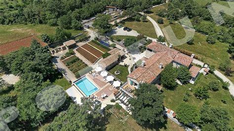 pool häuser mit badezimmer luxus gutshof mit 1 8 ha land in l 228 ndlichen istrien in der