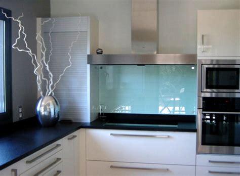 cr馘ence cuisine en verre meuble de cuisine en verre dco cuisine avec verrire et