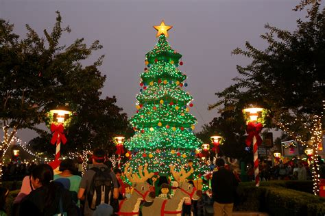 legoland christmas the thrills may the bricks be in your favor as hunger elizabeth banks to be