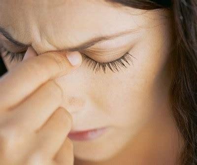 frequenti mal di testa cause cefalee ricorrenti ecco quali sono le cause per le donne