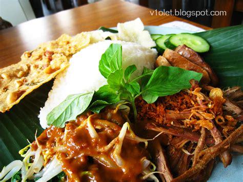 volet  favorite  food nasi pecel  nasi bali