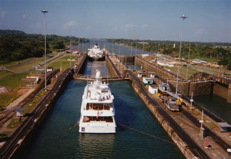 Photo Panama Canal by File Panama Canal Locks 1994 Ships Jpg Wikimedia Commons