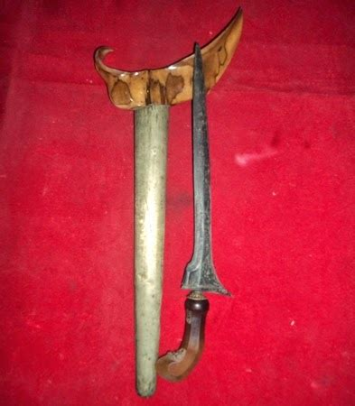 Keris Kuningan 04 6 dimaharkan kanjeng pusaka keris kyai tilam uh gudang bertuah benda pusaka tarikan asli