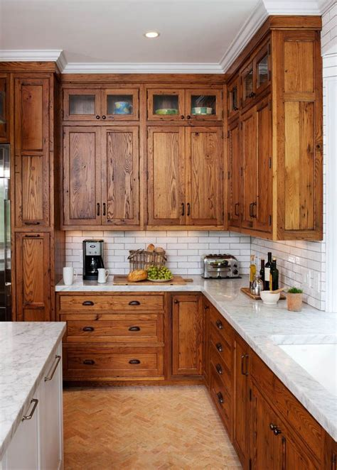 White Wood Kitchen Cabinets by 25 Best Ideas About Subway Tile Backsplash On