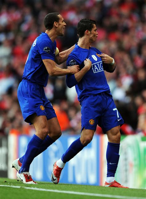 arsenal ronaldo 7 cristiano ronaldo and rio ferdinand photos photos