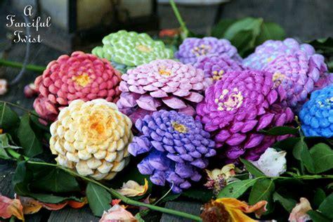 creare fiori utilizzare le pigne per creare fiori decorativi fai da te