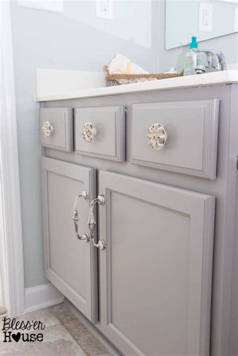Grey Bathroom Cabinets by Best 25 Grey Bathroom Cabinets Ideas On Grey