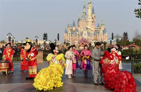 new year celebrations shanghai 2015 shanghai disneyland kicks lunar new year with