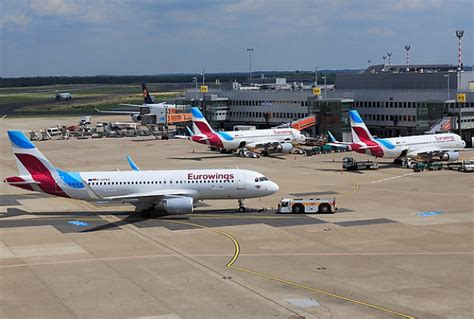 siège d activité bébé eurowings 252 bernimmt zubringerfl 252 ge f 252 r singapore airlines