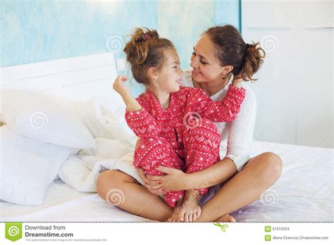 bed moms mom with daughter in the bed stock photo image 61015254
