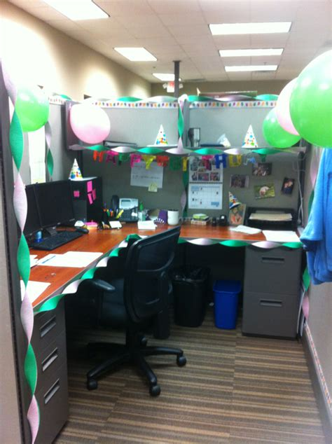 cubicle ideas for guys picture work cubicle decoractions pinterest cubicle