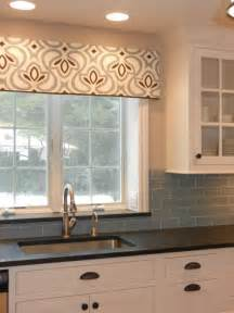 Kitchen Drapery Ideas by Best 10 Kitchen Window Valances Ideas On Pinterest