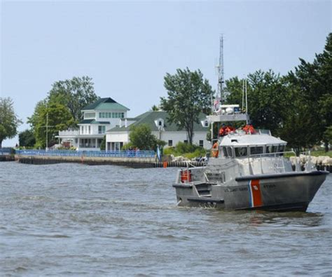 boat sinking lake michigan boat sinks in muskegon lake three rescued by coast guard