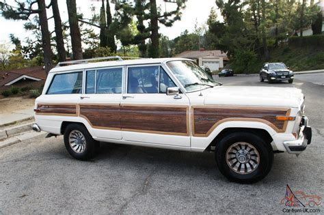 Jeep Grand Wagoneer Wood Panel