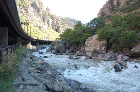 Bike trail runs underneath I-70 along Colorado River ... I 70 Bike Path