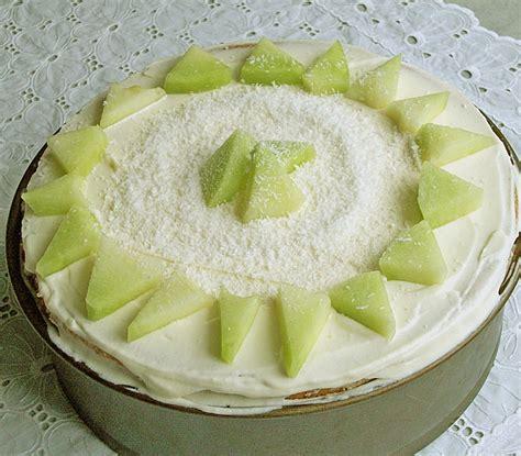 kuchen aus obst dessert kuchen torte aus quark joghurt und obst auf 3