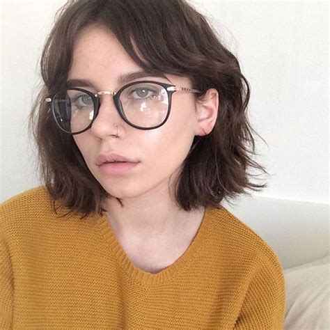 Medium Hairstyles With Bangs And Glasses by 25 Best Ideas About Bangs And Glasses On