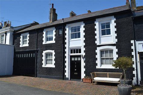 2 bedroom house in brighton 2 bedroom mews house for sale in kemp town place brighton