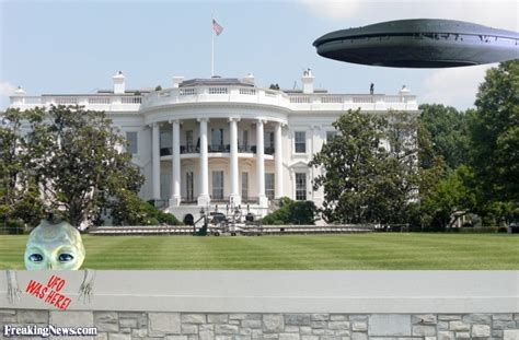 aliens in the white house alien ship hovers by the white house pictures
