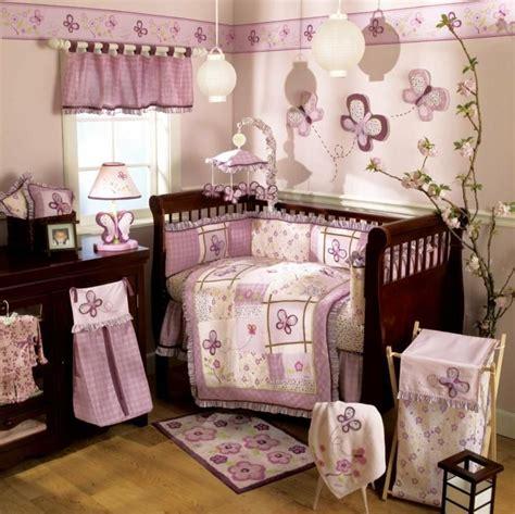 kinderzimmer dunkle mobel babyzimmer einrichten mit dunklen m 246 beln und rosa nuancen