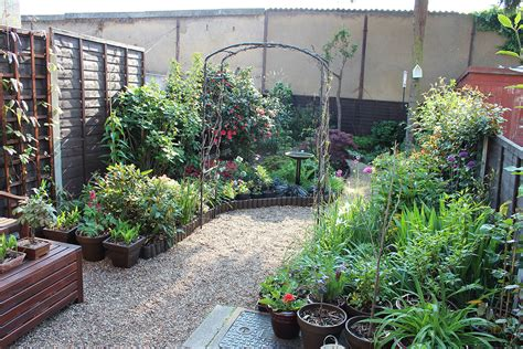 Ideas For Small Gardens Uk Small Garden Ideas Uk Myideasbedroom