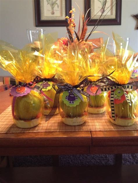 apples with caramel dip great gift idea for teachers