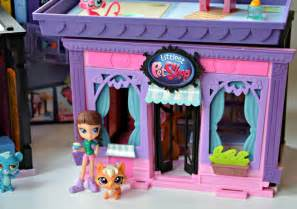 fun with littlest pet shop toys