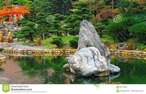giardino cinese giardino cinese di zen con il ponte e le rocce