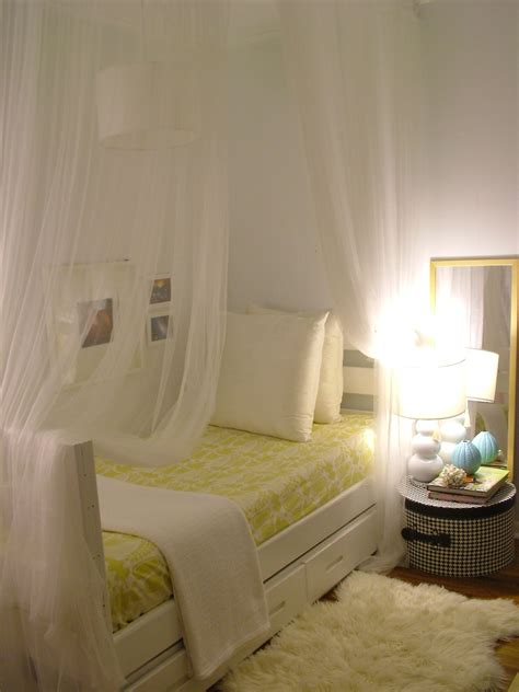 how to make a beautiful bed beautiful small bedroom decorating idea 16