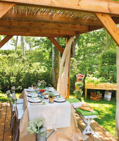 canas de cocina rusticas comedor bajo p 233 rgola de madera y ca 241 as con cortinas y