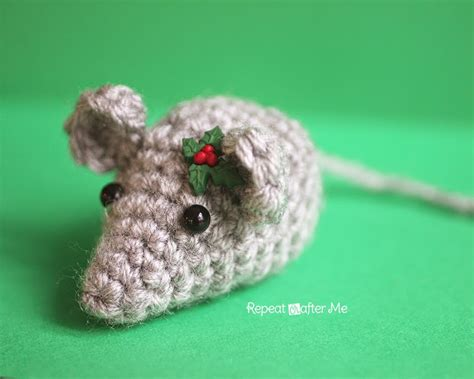pattern for christmas mice repeat crafter me tiny crochet mouse