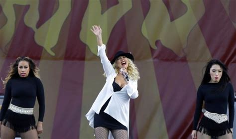 new pictures of 5 mos pregnant christina al moussa news pregnant christina aguilera soars during jazz